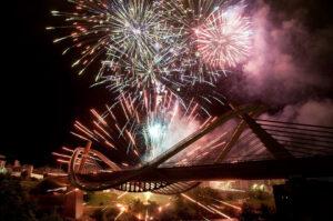 Cultura y Fiestas - Fuegos Artificiales en el Puente del Milenio - Fiestas de Ourense